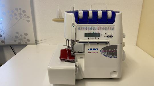 Vorführmaschine: Juki MO-2000 Overlock mit Nadeleinfädler